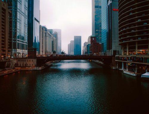 Inversión en vecindarios de Chicago por raza y pobreza