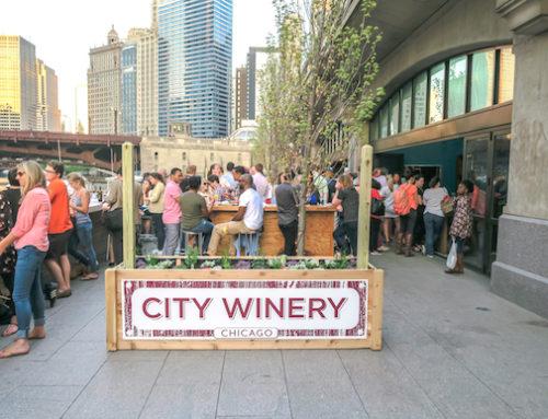 Pritzker: Bares y restaurantes con asientos al aire libre podrán abrir pronto