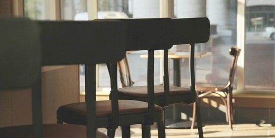 Bares sin bebidas en interiores y otras restricciones