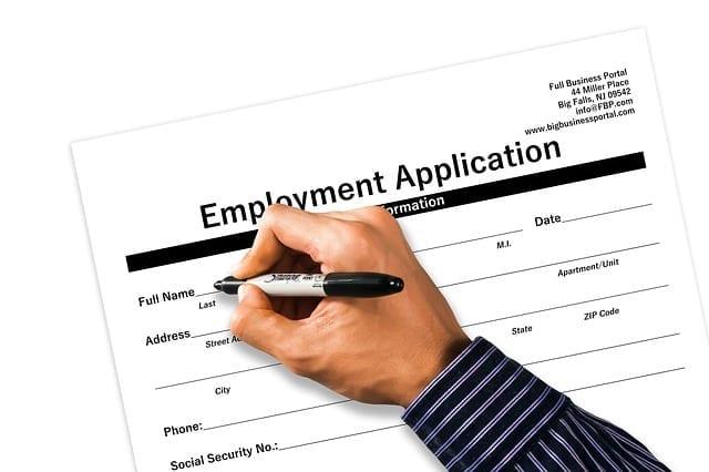 Baja a 8.4% desempleo en agosto