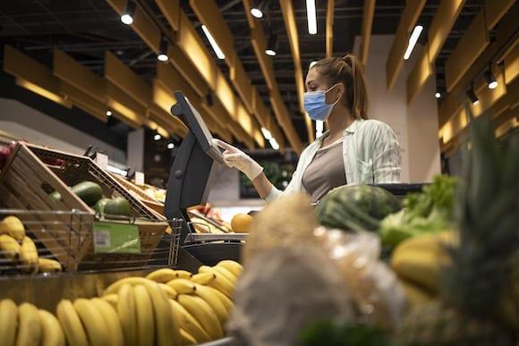 Empresas se preparan para nuevas compra de pánico por otra ola de COVID-19