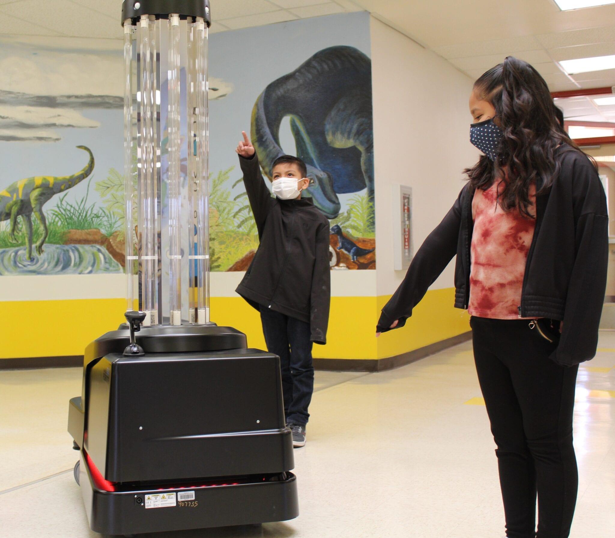 Robots desinfectarán escuelas
